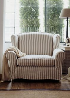 THE CLASSIC LOVE SEAT