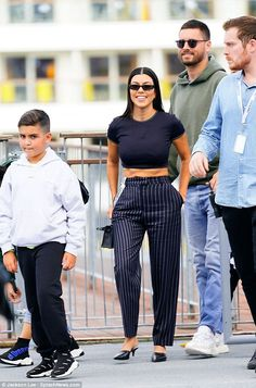 Kourtney Kardashian and Scott Disick step out in NY together. after checking in to same hotel Kourtney Kardashian, Kardashian Style, Outfits For Teens, Cute Outfits, Petite Fashion, Casual Chic, Celebrity Style, Fashion Looks, Street Style