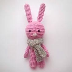1 отметок «Нравится», 1 комментариев — crochet toys (@grafika_knit) в Instagram: «Вязаный зайка ищет дом!   Ростиком 19см с ушками  Шарфик снимается 450 рублей + почтовые расходы…»
