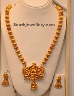 Temple Jewellery latest jewelry designs - Page 79 of 126 - Indian Jewellery Designs Gold Necklace Simple, Gold Jewelry Simple, Silver Jewelry, Silver Earrings, Beaded Jewelry, Gold Bangles Design, Gold Jewellery Design, Designer Jewelry, Temple Jewellery