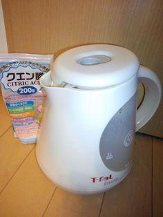【nanapi】 クエン酸は水アカ汚れの掃除に大変向いています。浴室、トイレタンク、シンクなど、家の中の水まわり全般に使えます。筆者は特に電気ケトルの黒ずみや水アカ落としに重宝しているので、ここではその方法をご紹介します。 水の量の目安は電気ケトルの 最大容量×2回分 です。ケトルの容量、...