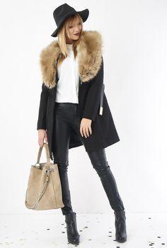 Une veste longue, de la fausse fourrure et une allure digne des plus grandes #eroscollection