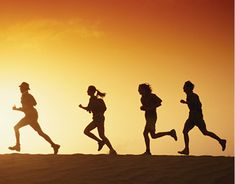 Born to run: A guide to some of the best GPS fitness-tracking apps Track Training, Running Photos, Running Images, Running Tips, Trail Running, Benefits Of Running, Exercise Benefits, Running Form, Desert Tour
