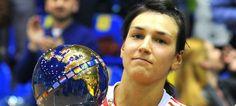 Cristina Neagu, cea mai bună handbalistă din lume în 2015 Best Player, Athletes, Christmas Bulbs, Sport, Mai, Holiday Decor, Handball, Deporte, Christmas Light Bulbs