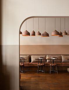 restaurant aesthetic See how Andiamo restaurant managed to go bold with beige Deco Restaurant, Modern Restaurant, Restaurant Lighting, Italian Interior Design, Restaurant Interior Design, Coffee Shop Design, Cafe Design, Design Design, Tents