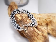 """""""Black Beauty"""" Armband von Chain-Elle Art's - wunderschöner Chainmaille Schmuck. Finde zu Deiner Geschichte Dein passendes Schmuckstück. Einzigartig."""