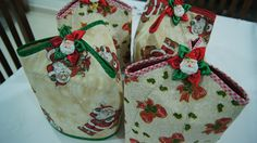 tutorial porta panetone em tecido passo a passo - Pesquisa Google Christmas Crafts, Xmas, Decorative Storage, Fabric Painting, Paper Piecing, Upcycle, Sewing Projects, Patches, Gift Wrapping