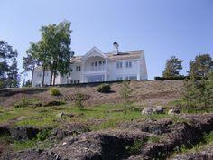 Villa Røkke, Konglungfaret 12, 1392 Vettre, Norway (2011) - by Meinich Arkitekter AS http://www.meinich.no