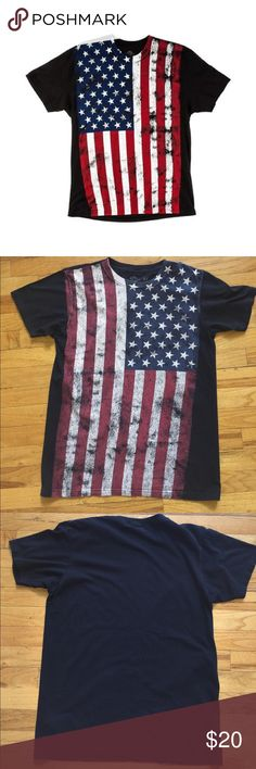 AMERICAN FLAG T-SHIRT Great Condition! I believe this can also fit a womens large Shirts Tees - Short Sleeve