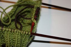 Hvordan strikke sokker / ull labber – Boerboelheidi Friendship Bracelets, Accessories, Fashion, Tricot, Bra Tops, Threading, Moda, Fashion Styles, Fashion Illustrations