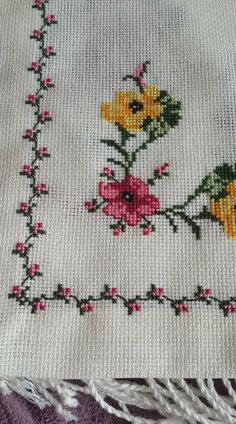 This Pin was discovered by Özl Cross Stitch Boarders, Cross Stitch Bookmarks, Simple Cross Stitch, Cross Stitch Rose, Cross Stitch Flowers, Cross Stitch Designs, Cross Stitching, Cross Stitch Patterns, Crewel Embroidery