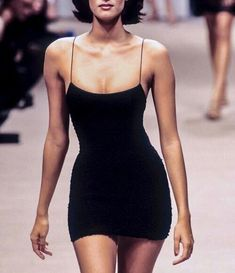 stephanieddl Little Black Dresses, Kleidung, Damenmode, Outfit in … – Vanessa – Join in the world of pin 1990s Fashion Trends, Runway Fashion, Womens Fashion, 1990s Fashion Women, Style Année 90, Looks Style, Haute Couture Style, Look Fashion, High Fashion