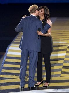 Prince Harry and Michelle Obama joined forces on stage at the Invictus games on May 8 to kick off the day. But all competition aside, Michelle Obama had only nice things to say about Harry,and what she said was SO sweet! Michelle Obama Fashion, Michelle And Barack Obama, First Black President, Mr President, Joe Biden, Durham, Prinz Harry Meghan Markle, Prince Harry Pictures, Barack Obama Family