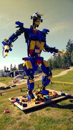 @Asuntomessut Robottitaidetta? #Hyvinkää pic.twitter.com/PNl4Ezh5qi