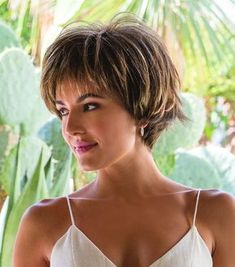 50 Chic Short Bob Hairstyles & Haircuts for Women in 2019 - Style My Hairs Bobs For Thin Hair, Short Hairstyles For Thick Hair, Layered Bob Hairstyles, Short Bob Haircuts, Hairstyles Haircuts, Short Hair Cuts, Curly Hair Styles, Long Hair, Short Pixie