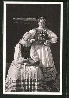Alte Ansichtskarte: Foto-AK Sächsische Bäuerinnen aus Deutschbudak in Tracht