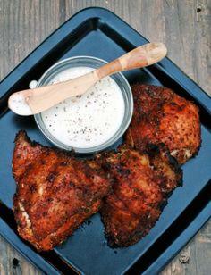 Κοτόπουλο με μπαχαρικά στην σχάρα και με άσπρη σάλτσα μπάρμπεκιου!