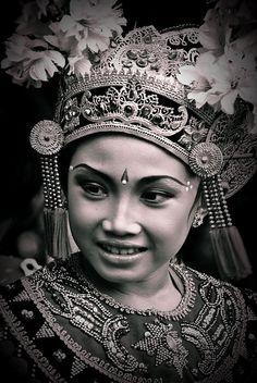 Bali beauty---this photograph would look lovely framed.  #Bali #Balinese #PeopleofBali #Travel #Culture #Holiday #Villa #Accommodation #Pecatu #Uluwatu #Bukit #Hindu www.villaaliagungbali.com
