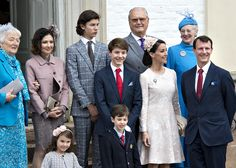 Prince Felix Of Denmark Celebrates His Confirmation FREDENSBORG, DENMARK - APRIL 01: Prince Felix of Denmark (C), son of Prince Joachim (R - 1st) and former wife Countess Alexandra (L - 2nd), together with Queen Margrethe and Prince consort Henrik and Prince Nikolaj at the Fredensborg Palace church after his confirmation on April 1, 2017 in Fredensborg, Denmark. Prince Felix is 14 years old and number 8 in succession to the throne.