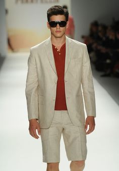 Thinking of wearing white jeans for a social event? Don't head out the door wearing white denim before you check these six, very important things. Linen Blazer, Linen Shorts, Men's Shorts, Clothing Staples, Short Suit, Warm Weather Outfits, Blazer Outfits, Dressed To Kill, Fashion Sewing