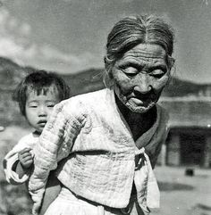 Old woman + child