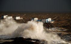 contraste saisissant lors des tempêtes hivernales #saintpalaissurmer #royan #storm #charentemaritime #tempete #mer #ocean #sea #carrelet  #sky