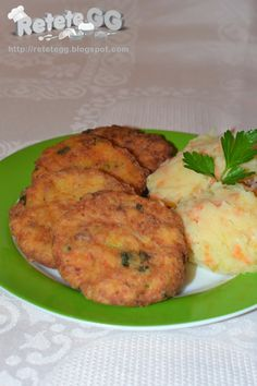 Chiftele de pește Romanian Food, Romanian Recipes, Tandoori Chicken, Mashed Potatoes, Ethnic Recipes, Shredded Potatoes