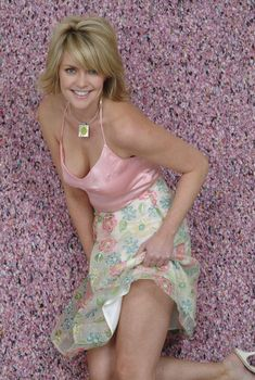Amanda Tapping is a Canadian actress best known as Samantha Carter in Stargate and Stargate Atlantis, Sanctuary, Booty Call and The Void. Canadian Actresses, Hot Actresses, Beautiful Actresses, Amanda Tapping, Sexy Older Women, Sexy Women, Blond, Jennifer Aniston Hair, Actrices Sexy