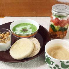 ほうれん草ポタージュとジャーサラダの朝食