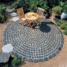 Runde Sache im Garten: Sitzplatz