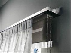 scegliere-le-tende (14) Bay Window Curtain Rod, Curtain Finials, Double Rod Curtains, Curtains With Blinds, Curtain Rods, Curtain Store, Retail Store Design, Curtain Designs, Window Coverings