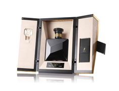 The John Walker Master's Edition, premier 50 ans d'âge chez Johnnie Walker Luxury Packaging, Packaging Design, Packaging Ideas, Blended Whisky, Alcohol Bottles, Cigars And Whiskey, Custom Made Furniture, Bottle Packaging, 50 Years Old