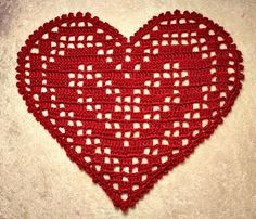 May Brit`s hobbyblogg: Heklet hjerteduk med oppskrift :) Crochet Vest Pattern, Crochet Shoes, Filet Crochet, Doilies, Crochet Projects, Diy And Crafts, Projects To Try, Valentines, Christmas