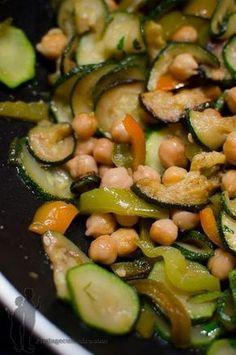 Poêlée de pois chiches, aux courgettes, au poivron et à la coriandre | Piratage Culinaire