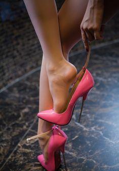 Pink High Heels, High Heels Stilettos, High Heel Boots, Heeled Boots, Hot Heels, Nylons Heels, Sexy High Heels, Colorful Shoes, Louboutin Pumps