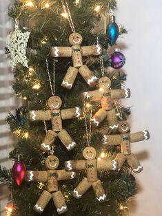 Wine Craft, Wine Cork Crafts, Christmas Ornament Crafts, Christmas Crafts, Wine Cork Ornaments, Wine Cork Projects, Wine Cork Art, Holiday Crafts For Kids, Gingerbread Man