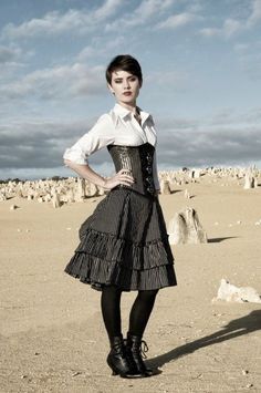 everyday Victorian steampunk look << this is so perfect. Hair is cute too! Viktorianischer Steampunk, Cosplay Steampunk, Steampunk Clothing, Casual Steampunk, Steampunk Dress, Steampunk House, Gothic Mode, Gothic Lolita, Gothic Dress