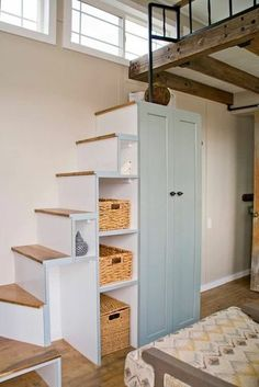 Smart Tiny House Loft Stair Ideas - Page 11 of. - Smart Tiny House Loft Stair Ideas – Page 11 of 55 Balken und Metall Geländer + steile Stieg - Tiny House Loft, Tiny House Stairs, Loft Stairs, Tiny House Living, Tiny House Plans, Tiny House Design, Stairs For Attic, Mezzanine Loft, Tiny Loft