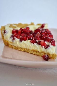 White chocolate tart with pomegranate Healthy Desserts, Delicious Desserts, Sweet Recipes, Cake Recipes, My Favorite Food, Favorite Recipes, Artisan Food, Polish Recipes, Köstliche Desserts