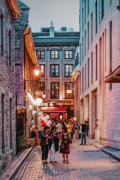 10 Best Things To Do In Montreal – Canada Montreal is pretty much the epitome of French Canada and a city you shouldn't miss whilst in Quebec. It is after all the largest city in French-speaking Quebec province in Canada and the second largest Montreal Travel, Old Montreal, Montreal Quebec, Quebec City, Whistler Canada, Immigration Au Canada, Alberta Canada, Banff Alberta, The Places Youll Go