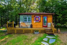 Gorgeous Catskills Accommodation Ideal for a Romantic Getaway in New York - Tiny Houses For Rent Tiny Houses For Rent, Modern Tiny House, Tiny House On Wheels, House With Land, Tiny House Rentals, Tiny House Exterior, Tiny Cabins, House Deck, Tiny House Movement