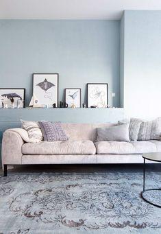 Lichtblauwe woonkamer van Suze en Damon | kijken kopen en klussen | Make-over door: Kim van Rossenberg | Fotografie Barbara Kieboom