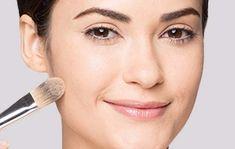 Gesicht konturieren mit Camouflage Make-up: Grundieren im Hautton