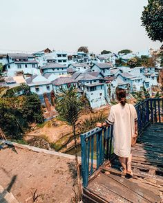The blue village in Malang was such a bucket list for us 😍 can you believe this used to be a slum area? A couple of students planned the… Slums, Malang, Us Travel, Travel Photos, Students, Bucket, Couple, How To Plan, Travel Pictures