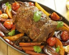 Rôti de veau sur légumes d'hiver : http://www.fourchette-et-bikini.fr/recettes/recettes-minceur/roti-de-veau-sur-legumes-dhiver.html