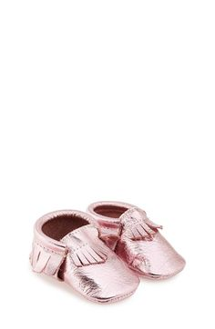 Who has a baby girl or a niece?! She needs these for her toesies!!! {I volunteer for Auntie duty :) }