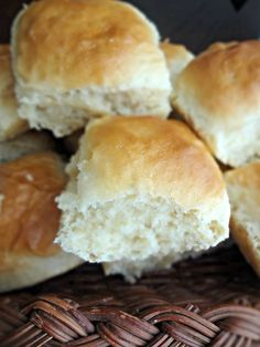 One Hour Dinner Rolls-fluffy rolls ready (start to finish) in 1 hour!