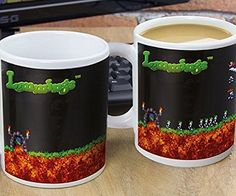 Take a trip down memory lane as you enjoy your favorite hot drink from this Lemmings heat changing mug! Watch the fuzzy little creatures appear right before your eyes when you add hot liquid.