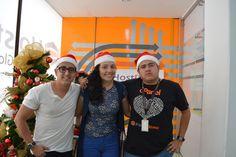 Algunos compañeros del área de Soporte, sonrientes para #Navidad #HostDime