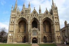 María fue sepultada inicialmente en la catedral de Peterborough, pero en 1612 sus restos fueron exhumados por orden de su hijo, el rey Jacobo I de Inglaterra